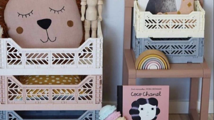 Sådan får du styr på børneværelset med HAY kasser